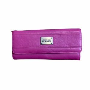 🛍 3/$25 KENNETH COLE REACTION Hot Pink Wallet